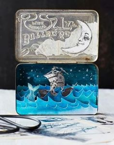 Beautifull strory in a tin box....the moon and the sea