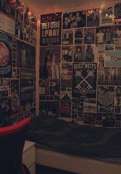 Emo Bedroom, Grunge Bedroom, Room Ideas Bedroom, Bedroom Decor, Punk Rock Bedroom, Wall Decor, Music Bedroom, Hipster Bedrooms, Hipster Room Decor