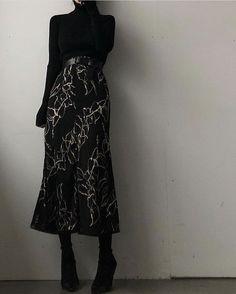 All black outfit with skirt fitnees aesthetic Muslim Fashion, Modest Fashion, Korean Fashion, Fashion Dresses, Fashion Shoes, Modern Hijab Fashion, Fashion Jewelry, Aesthetic Fashion, Aesthetic Clothes