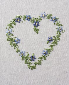 Embroidered heart of forget-me-nots. Embroidery Hearts, Embroidery Flowers Pattern, Hand Embroidery Stitches, Hand Embroidery Designs, Embroidery Techniques, Embroidered Flowers, Flower Patterns, Art Patterns, Creative Embroidery