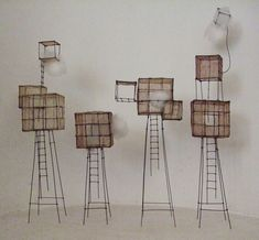 ° 4 Cubes fil de fer, tarlatane teintée & nuage H 34 X 8 X 10 cm H 20 X 9 X 6 cm H 31 x 12 x 12 cm H 40 X 12 X 6,5 cm