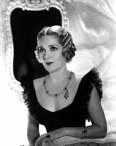 Mary PICKFORD X ***** AFI Top 25 Actresses. America's first sweetheart. A silent movie star extraordinaire and very savvy business woman to boot! Old Hollywood Glamour, Golden Age Of Hollywood, Vintage Hollywood, Hollywood Stars, Classic Hollywood, Hollywood Quotes, Hollywood Jewelry, Hollywood Music, Vintage Glamour
