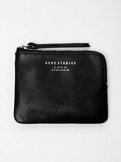 Practical small black leather pouch with zipper. My Bags, Purses And Bags, Leather Wallet, Leather Bag, Black Leather, Bouchra Jarrar, Acne Studios, Mode Inspiration, Fashion Bags
