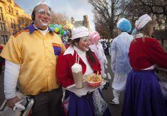 Payasos se preparan para el 87 desfile de Acción de Gracias en Nueva York.