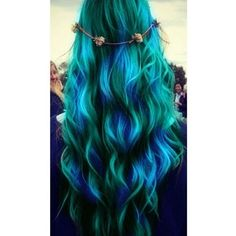 Dye your hair simple & easy to ombre green blue hair color - temporarily use ombre green blue hair dye to achieve brilliant results! DIY your hair ombre with hair chalk Dye My Hair, New Hair, Your Hair, Wavy Hair, Ombre Hair, Short Hair, Blonde Hair, Blue Green Hair, Teal Blue