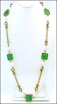 Vintage Chanel 1983 Emerald Green Gripoix Glass & Faux Pearl Sautoir