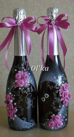 Botellas decoradas para matrimonio. Beer Bottle Crafts, Wine Bottle Gift, Diy Bottle, Bottle Art, Bling Bottles, Bottles And Jars, Decoupage Glass, Recycled Glass Bottles, Wedding Bottles
