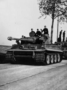 1943, Des Panzerkampfwagen VI Tiger I de la 2.Kompanie / schwere Panzer-Abteilung 505 - 1/3