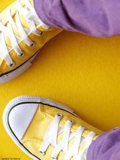 This image shows complimentary colors such as yellow and violet. Shades Of Yellow, Purple Yellow, Mellow Yellow, Purple Gold, Color Yellow, Orange Orange, Bright Yellow, Johannes Itten, Yellow Converse