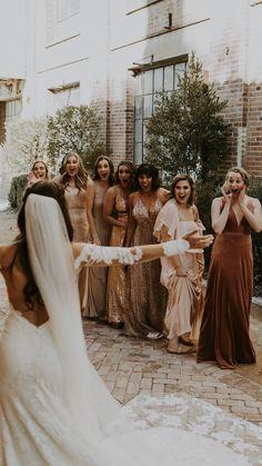 Wedding Photo Pictures, Wedding Picture Poses, Wedding Photography Poses, Wedding Photo Inspiration, Wedding Poses, Wedding Photoshoot, Wedding Portraits, Wedding Family Photos, Wedding Ideas