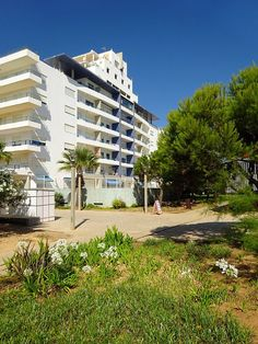 2 bedroom apartment in Quarteira from £64/PN