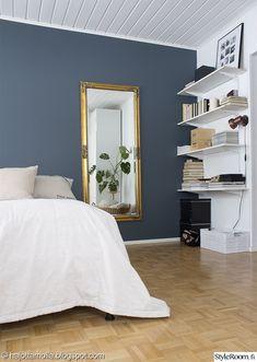 makuuhuone,skandinaavinen,peili,kirjahylly,kulta