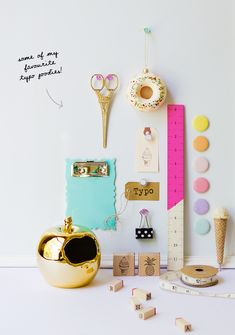 I like the use of objects on the desk and pinned behind, it looks like a flat board. #bywstudent