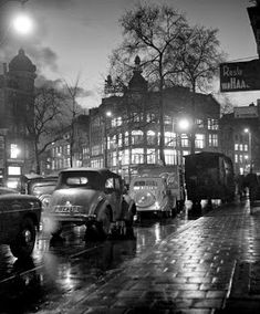 """Rain in town"", Amsterdam photo: Kees Scherer History Of Photography, Street Photography, World Press Photo, I Amsterdam, Best Places To Live, Dutch Artists, Vintage Photographs, Vintage Photos, Photojournalism"