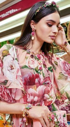 dolce-and-gabbana-winter-2019-woman-collection - A blossoming Garden-Roseto