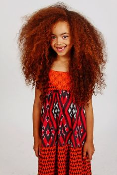 This kid is too adorable! I'm loving her smile. CUTE! #NaturalHair #curls #curly