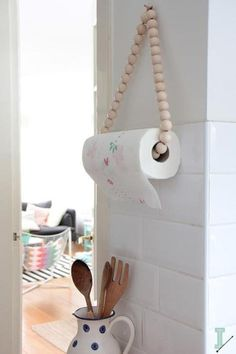 The best DIY projects & DIY ideas and tutorials: sewing, paper craft, DIY. Diy Crafts Ideas DIY: paper towel holder by IDA interior lifestyle -Read Home Projects, Home Crafts, Diy Home Decor, Home Decoration, Diy Crafts, Nature Crafts, Diy Kitchen, Kitchen Decor, Kitchen Ideas