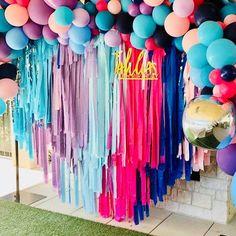 Telón de mantel fleco telón de fondo fondo de la bandera | Etsy Unicorn Themed Birthday Party, 1st Birthday Banners, Birthday Party Themes, Themed Parties, Streamer Backdrop, Wall Backdrops, Streamers, Balloon Garland, Balloon Decorations