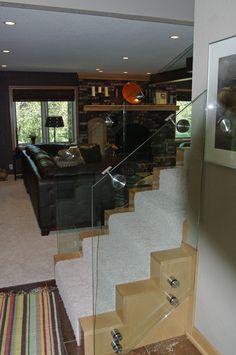Glass staircase. Studio L. Glassworks.