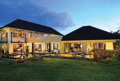 A deluxe villa at Four Seasons Mauritius at Anahita offers gracious accommodations.