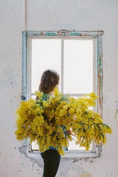 Wattle floral portrait with Laura Claire Jones at Butterland for the Slow Living Workshop in Melbourne | Photo by Luisa Brimble | via Style and Create