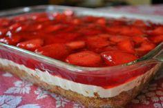 Life is Sweet.Eat the Cake: Strawberry Pretzel Salad. Greek Sweets, Greek Desserts, Köstliche Desserts, Delicious Desserts, Dessert Recipes, Yummy Food, Strawberry Pretzel Salad, Strawberry Picking, Strawberry Desserts