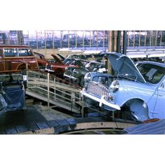 Mini Saloons and Travellers on the assembly line at Longbridge in 1961 Old Vintage Cars, Vintage Photos, Classic Mini, Classic Cars, Mini Cooper Custom, Mini Morris, Assembly Line, Royal Marines, The Austin