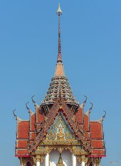 2015 Photograph, Wat Photharam Buddha Image Shrine Gable and Spire, Pak Nam Pho, Mueang Nakhon Sawan, Nakhon Sawan, Thailand, © 2016. ภาพถ่าย ๒๕๕๘ วัดโพธาราม หน้าจั่วและศิขร ที่บูชาพระพุทธรูป ปากน้ำโพ เมืองนครสวรรค์ จังหวัดนครสวรรค์ ประเทศไทย
