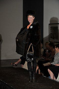 TRIANGLE New York black bag golden chain pleather long framed handbag purse 50s