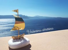 Χειροποίητες μπομπονιέρες γάμου φτιαγμένα από ορειχαλκο με βάση από βότσαλο Θάσου by valentina-christina 2105157506 #valentinachristina#vaptistika#mpomponieres#mpomponieres#mpomponieresvaftisis s#madeingreece #καραβάκι_βότσαλο#μπομπονιερακαραβι #μπομπονιέρες #μπομπονιερες #καραβι#καραβακια#καραβι_μπομπονιερα#valentinachristina #navy#navyvaptism#vaptism#athens#greece#handmade #christeningfavors#handmadeingreece #greekdesigners#μπομπονιερες_γαμου #weddingfavors#baptismfavors#santorini Greece Wedding, Santorini, Handmade, Craft, Arm Work, Hand Made