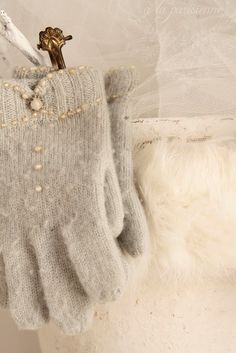 CUTE IDEA FOR DECORATING GLOVES