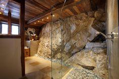 Little house shower? Massive stone shower in luxury Val d´Isère chalet Stone Shower, Rock Shower, Stone Bathroom, Barn House Design, Garage Design, Location Chalet, Val D'isère, Chalet Interior, Winter House