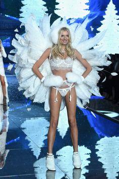 Pin for Later: Seht alle Fotos der Victoria's Secret Fashion Show Lily Donaldson