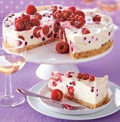 Frischkäse-Beeren-Kuchen mit Keksbröselboden
