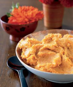 Mashed Sweet Potatoes with Honey and OJ  6 sweet potatoes (about 4 pounds), peeled and cut into eighths  3 	 tablespoons honey  1/2 	 cup 	 orange juice  1/2 	 cup 	 sour cream  1/4 	 teaspoon kosher salt  1/4 	 teaspoon ground nutmeg