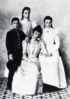 Isabel y María de las Mercedes de Borbón, las dos últimas Princesas de Asturias #realeza #royalty