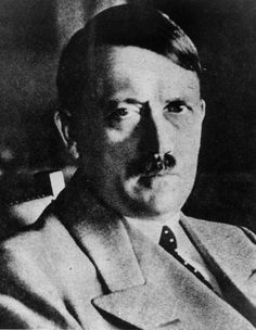 Diapositiva 20 de 21:</p> <p>Like the European democracies toward Hitler, are our present democracies giving too much ground to warlike leaders? The Munich Agreement, signed in 1938 between the United Kingdom, France, Italy, and Germany gave the Nazis confidence in their project to take over Europe. Don't the present negotiations involving Ukraine, Syria, and Libya risk having the most hawkish believe they have a free hand?</p> <p>