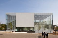 White Block Gallery by SsD features fritted glass facades Glass Building, Building Facade, Museum Architecture, Architecture Design, Fritted Glass, Glass Facades, Facade Design, House Design, Exterior House Colors
