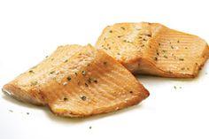 Vous n'avez pas encore trouvé de recette succulente de marinade de poisson dont toute votre famille raffolera? Ne cherchez plus, cette vinaigrette méditerranéenne faite maison fera vite des « adeptes ». Badigeonnez sur de la truite arc-en-ciel de l'Ontario juste avant de déposer les filets sur le gril. C'est un succès garanti!