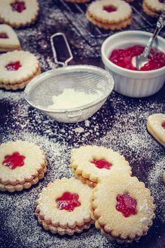 Operación Pastelito:: Galletas de mantequilla rellenas de mermelada de fresas Brownie Cookies, Cupcake Cookies, Sugar Cookies, Cupcakes, Baking Recipes, Cookie Recipes, Dessert Recipes, Pan Dulce, Small Cake