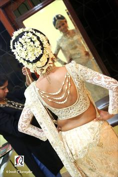 10 Must have Saree Blouses for every Saree loving bride. #Ezwed  #Blouse…