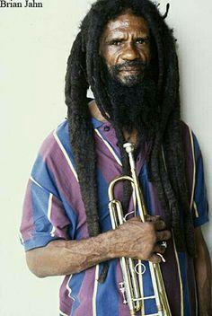Natty Dreads Congo Bongo/ Rastaman with a trumpet about to play a serious song Dreadlocks Men, Dreadlock Rasta, Freeform Dreads, Black Music Artists, Free Form Locs, Rastafarian Culture, Jah Rastafari, Beautiful Dreadlocks, Hip Hop And R&b
