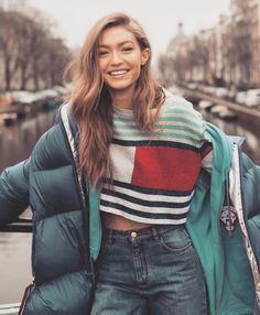 Gigi Hadid for Tommy Hilfiger Style and Fashion Outfit Ideas Style Gigi Hadid, Gigi Hadid Fashion, Gigi Hadid Casual, Gigi Hadid Hair, Gigi Hadid Outfits, Model Tips, Looks Style, My Style, Tommy Hilfiger T Shirt