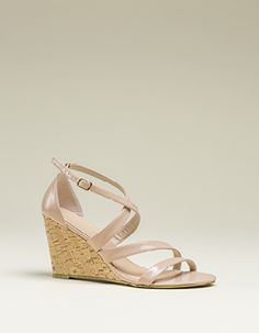 Cross-over wedge Wedges, Clothes For Women, Heels, How To Wear, Fashion, Outerwear Women, Heel, Moda, Fashion Styles