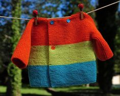 Matériaux utilisés :Acrylique, Laine Taille :Naissance Layette tricotée entièrement à la main. Travail soigné et délicat. Finitions impeccables. Les fils ut