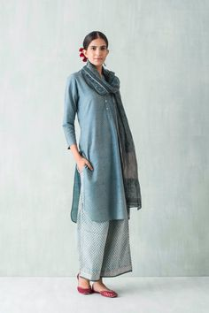 Casual Outfits For Women Indian Pakistani Dresses, Indian Dresses, Indian Outfits, Ethnic Fashion, Asian Fashion, Classy Fashion, Indian Attire, Indian Wear, Casual Summer Dresses