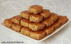 Yine basit bir tarif ile geldim:) Blog arşivinde bu kurabiyeye çok benzer tarif var. Bu kurabiyenin diğerlerinden farkı içinde margarin ...