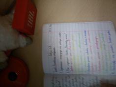 Np najważniejsze rzeczy pisze na kolorowo a notatki w punktach , podkreślam temat definicje piszę w odcieniach niebieskiego