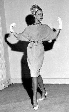 Vintage Glamour, Vintage Dior, Vintage Stil, Vintage Couture, Unique Vintage, Retro Vintage, Vintage Hats, Vintage Industrial, Fifties Fashion