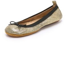 Yosi Samra Sandrine Ballet Flats ($56) ❤ liked on Polyvore featuring shoes, flats, pure gold, ballerina pumps, ballet flat shoes, leather shoes, rubber sole shoes and leather flats